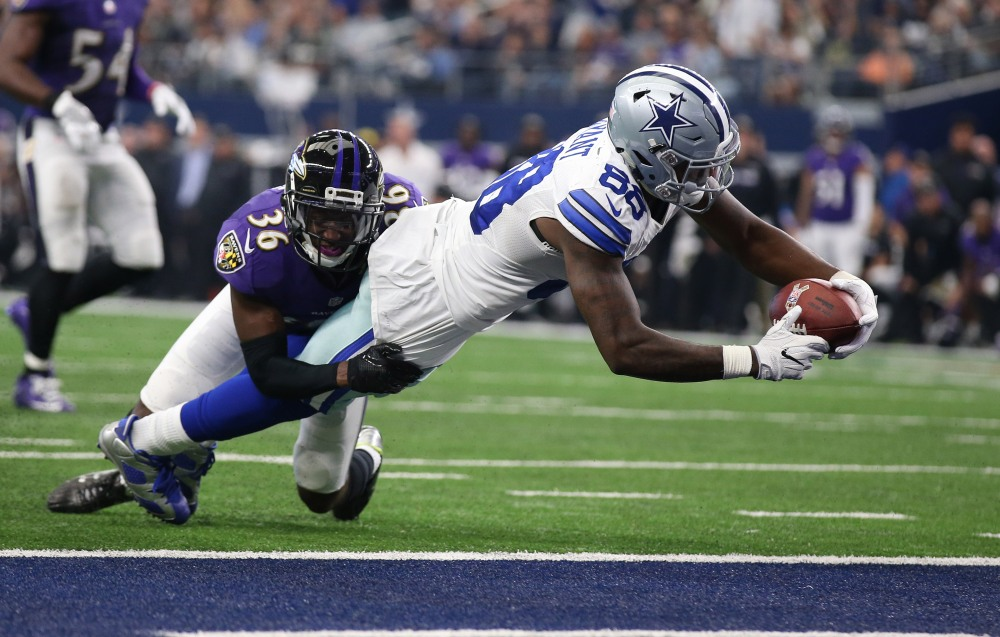 Nov 20, 2016; Arlington, TX, USA; Dallas Cowboys receiver Dez Bryant (88) dives for the goal line in the fourth quarter for a touchdown against Baltimore Ravens cornerback Tavon Young (36) at AT&T Stadium. Mandatory Credit: Matthew Emmons-USA TODAY Sports