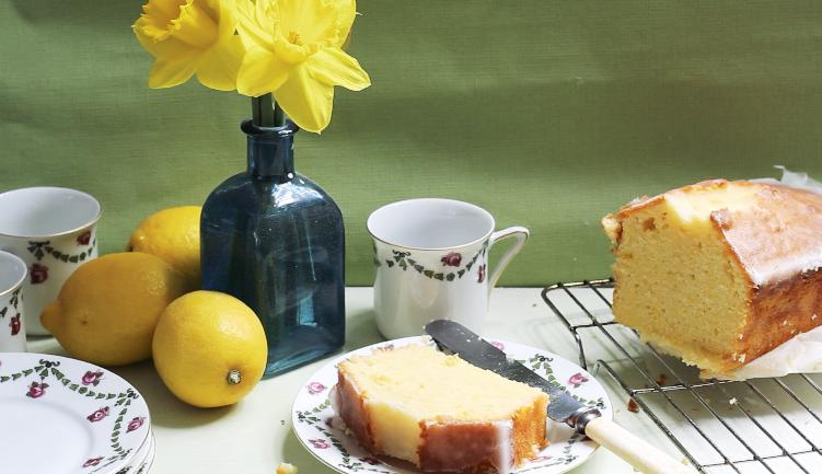 The Ultimate Lemon Drizzle Cake