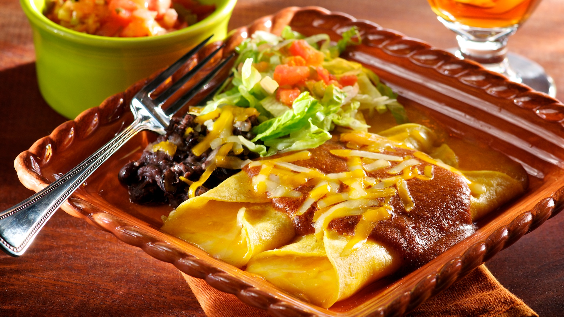 This easy-to-prepare meatless recipe offers a great way to serve a comforting cheese enchilada dinner the whole family will enjoy–without you spending all night in the kitchen.