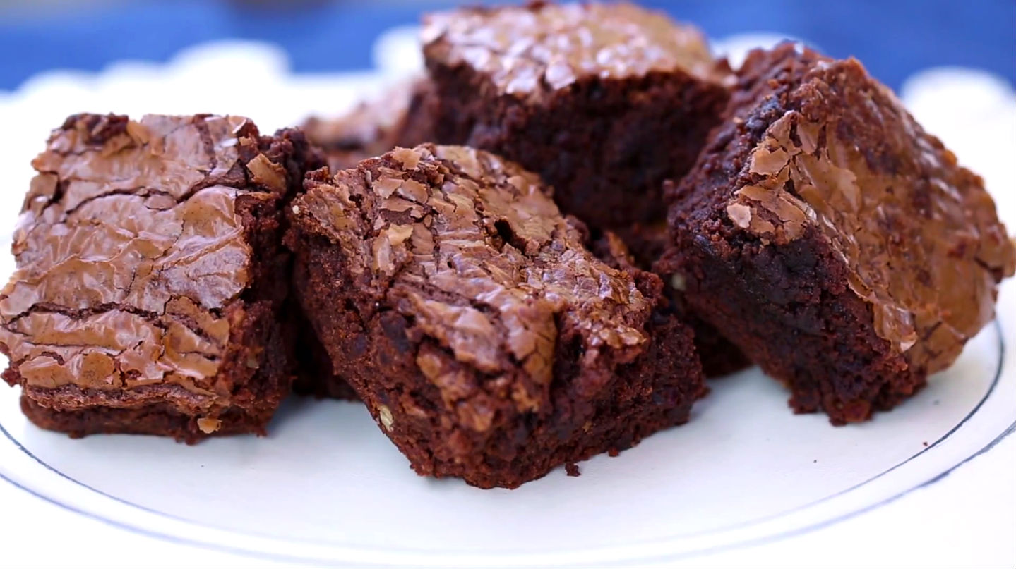 Nothing satisfies a chocolate craving like brownies! Karen Pavone from Food Guru shared an amazing pecan brownie recipe with a unique twist: hazelnut spread. The crunch of the pecans and the rich smoothness of the chocolate and hazelnut is the perfect combination for a late night snack or dessert.