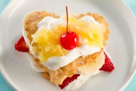 This is a great way to dress up a simple banana split and make it fit for a Dutchess!