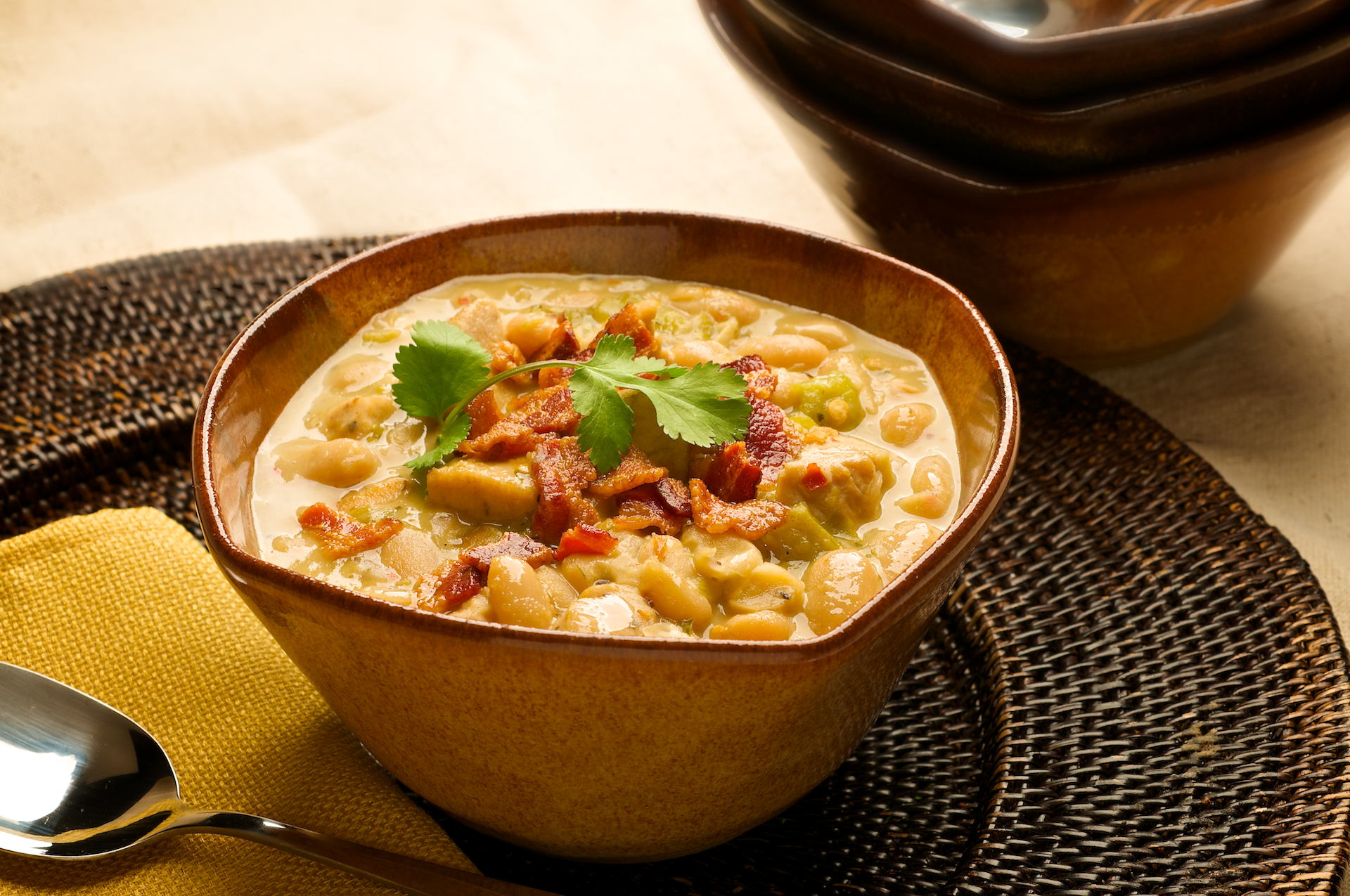 Here's a crowd-pleasing, white-meat alternative to chili made with beef. This White Chicken Chili is ideal for basketball or football watch parties, tailgating, and casual gatherings!