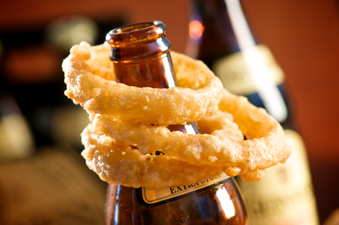 Bring the pub home with these Dark Extra Stout Beer Battered Onion Rings. Made with onion coated in buttermilk, dipped in flour and stout beer, and seasoned with garlic pepper!
