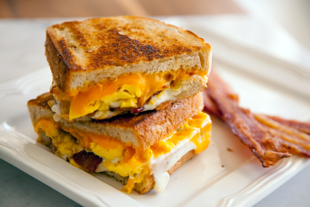 Who said breakfast has to be basic? Guest Chef Roni Proter shows you how to make an indulgent Bacon & Egg Grilled Cheese Sandwich. Breakfast will never be boring again!