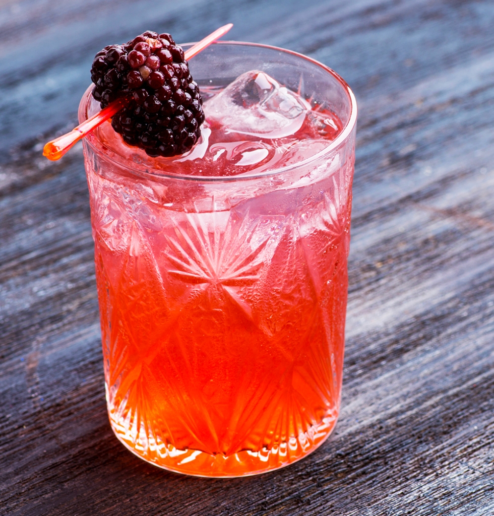 Flor adora made with lemon juice, raspberry ginger syrup, gin and ginger ale.
