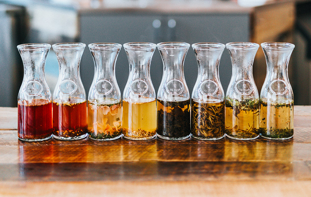 One of the reasons for this is the diversity of teas that can be used in kombucha production. The world of tea is incredibly diverse, including over 1,500 different varieties worldwide. Each of these teas has its own origin, preparation, bitterness, sweetness, acidity, flavor profile, and brewing time.