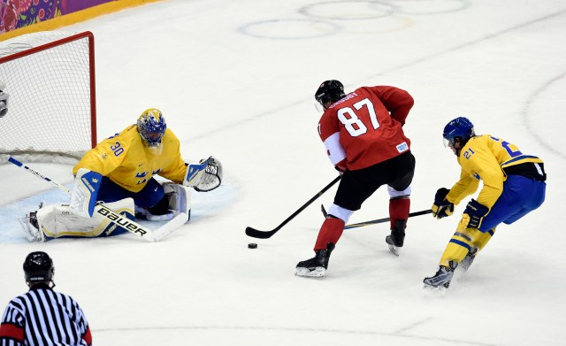 Sidney Crosby breaks in alone. (Scott Rovak, USA TODAY Sports)