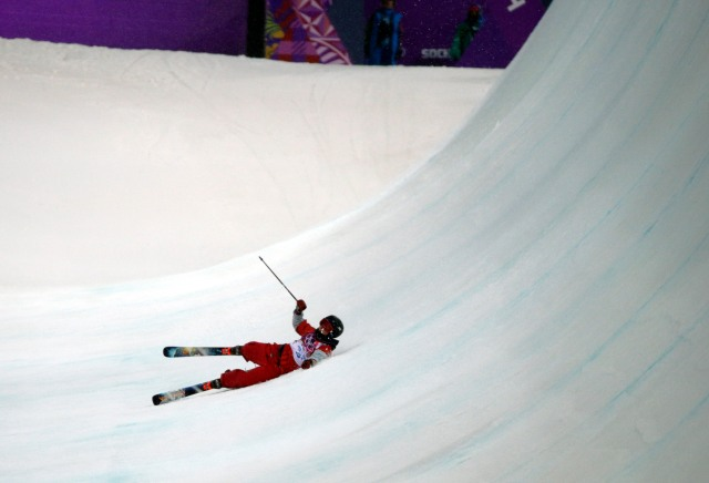Torin Yater-Wallace (USA) falls during his run in men's ski halfpipe (Andrew P. Scott, USA TODAY Sports)