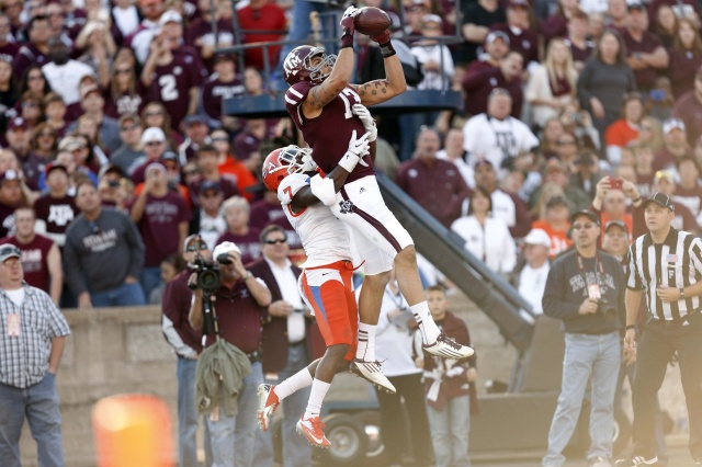 Texas A&M Aggies wide receiver Mike Evans catches a pass for a touchdown against Sam Houston State Bearkats defensive back Dax Swanson. (Thomas Campbell - USA TODAY Sports)