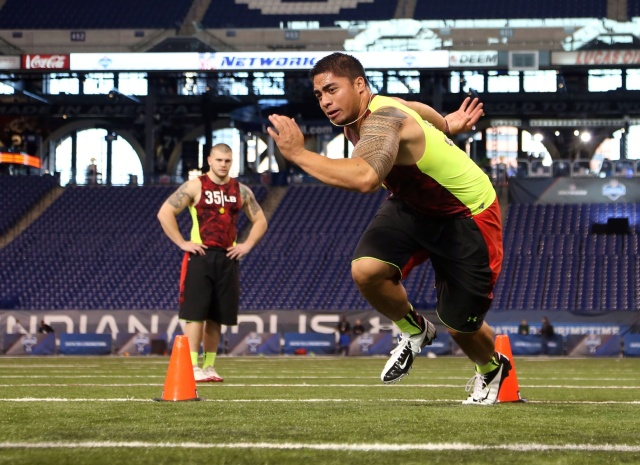 Notre Dame Fighting Irish linebacker Manti Te'o runs the shuttle dash during the NFL Combine at Lucas Oil Stadium. (Brian Spurlock - USA TODAY Sports)