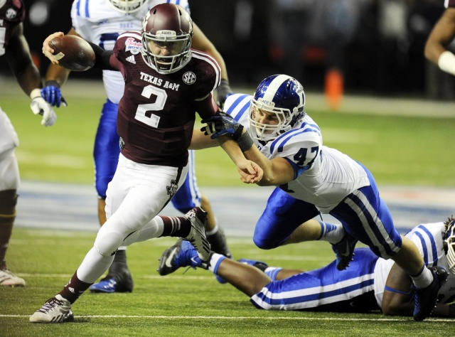 Texas A&M Aggies quarterback Johnny Manziel carries the ball past Duke Blue Devils linebacker David Helton (47) during the third quarter in the 2013 Chick-fil-a Bowl. (Dale Zanine-USA TODAY Sports)