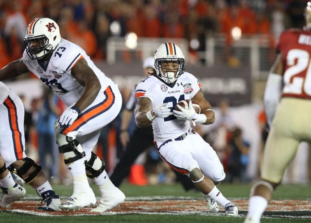 Auburn Tigers running back Tre Mason carries the ball past the blocking of Greg Robinson against the Florida State Seminoles during the 2014 BCS National Championship game at the Rose Bowl.(Matthew Emmons - USA TODAY Sports)