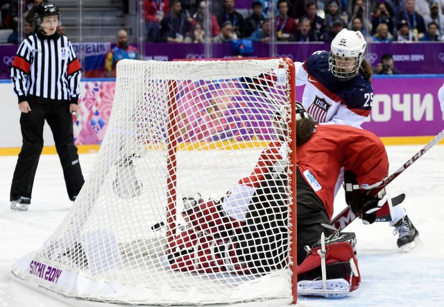 USA forward Alex Carpenter (25) scores a goal past Canada goalkeeper Shannon Szabados (1).(Scott Rovak-USA TODAY Sports)