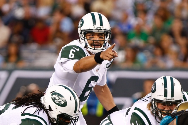 New York Jets quarterback Mark Sanchez calls out a play against the Jacksonville Jaguars at MetLife Stadium. (Debby Wong - USA TODAY Sports)