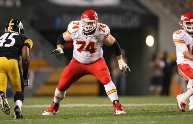 Kansas City Chiefs offensive lineman Geoff Schwartz blocks against the Pittsburgh Steelers at Heinz Field. (Jason Bridge - USA TODAY Sports)