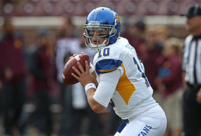 San Jose State Spartans quarterback David Fales drops back for a pass before a game against the Minnesota Golden Gophers at TCF Bank Stadium. (Jesse Johnson - USA TODAY Sports)