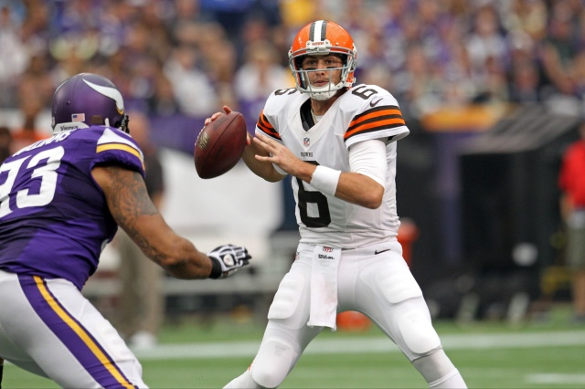 Cleveland Browns quarterback Brian Hoyer throws against the Minnesota Vikings at Mall of America Field at H.H.H. Metrodome. (Brace Hemmelgarn - USA TODAY Sports)