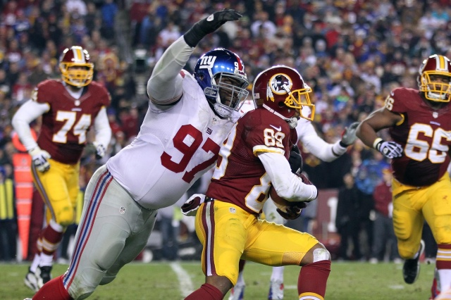 New York Giants defensive tackle Linval Joseph attempts to tackle Washington Redskins wide receiver Santana Moss at FedEx Field.  (Geoff Burke - USA TODAY Sports)