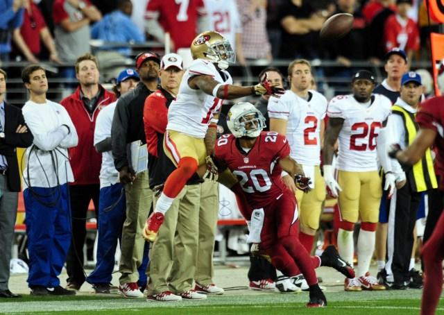 Arizona Cardinals cornerback Antoine Cason defends San Francisco 49ers wide receiver Quinton Patton at University of Phoenix Stadium. (Matt Kartozian-USA TODAY Sports)
