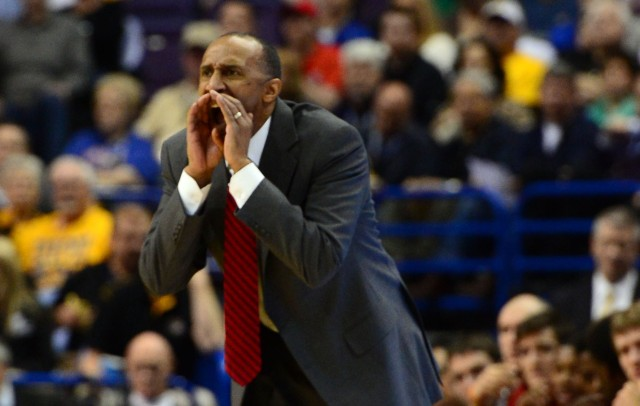 Stanford Cardinal head coach Johnny Dawkins yells to his team against the New Mexico Lobos in the second half during the 2nd round of the 2014 NCAA Men's Basketball Championship at Scottrade Center.  Jasen Vinlove-USA TODAY Sports