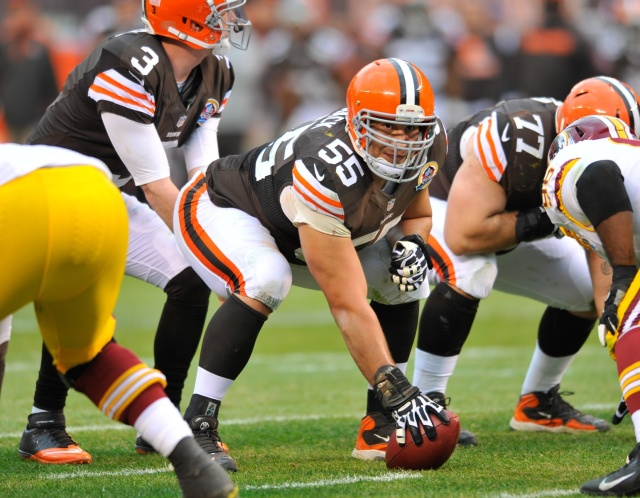 Cleveland Browns center Alex Mack against the Washington Redskins at FirstEnergy Stadium. (David Richard - USA TODAY Sports)