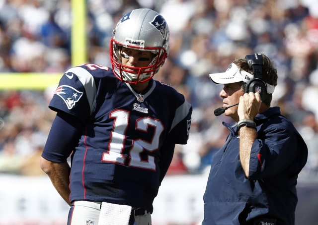 New England Patriots head coach Bill Belichick speaks to quarterback Tom Brady during a game against the Tampa Bay Buccaneers at Gillette Stadium. (Mark L. Baer - USA TODAY Sports)