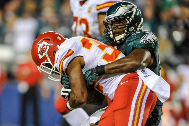Philadelphia Eagles inside linebacker DeMeco Ryans tackles Kansas City Chiefs running back Knile Davis during a game at Lincoln Financial Field. (John Geliebter-USA TODAY Sports)