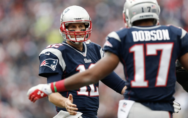 New England patriots QB Tom Brady and the team's receivers plan to challenge CB Darrelle Revis during practice. (Winslow Townson - USA TODAY Sports)