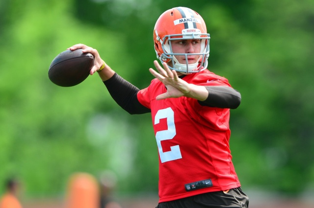 Cleveland Browns quarterback Johnny Manziel looks to pass during mini camp at Cleveland Browns practice facility. (Andrew Weber - USA TODAY Sports)
