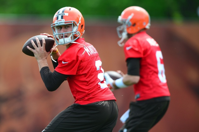 Cleveland Browns quarterback Johnny Manziel (2) looks to pass during organized team activities at Cleveland Browns practice facility. (Andrew Weber - USA TODAY Sports)