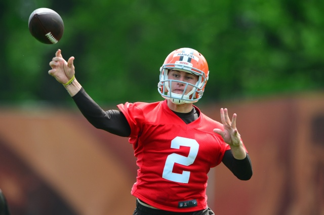 Cleveland Browns quarterback Johnny Manziel passes during organized team activities at Cleveland Browns practice facility. (Andrew Weber - USA TODAY Sports)