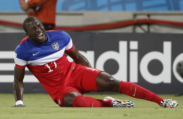United States forward Jozy Altidore (17) grabs his leg in pain while falling to the ground during the first half. (Winslow Townson, USA TODAY Sports)