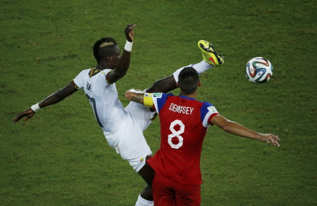 Ghana's John Boye (L) kicks high and knocks into the face of Clint Dempsey. (Carlos Barria, REUTERS)