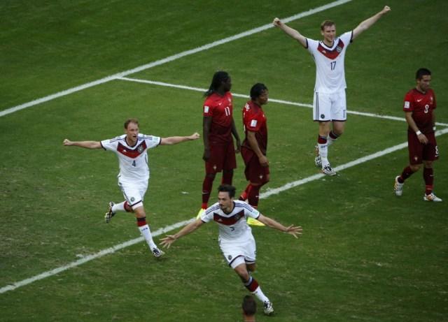 Germany's Mats Hummels celebrates after scoring a goal. (Fabrizio Bensch, REUTERS)