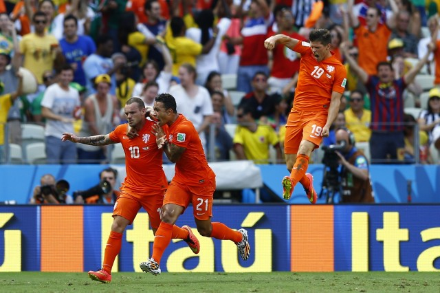 Wesley Sneijder (L) of the Netherlands celebrates with his teammates Memphis Depay and Klaas-Jan Huntelaar (R) after scoring a goal against Mexico. (REUTERS/Marcelo Del Pozo)