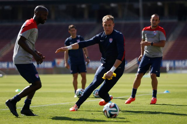 Cody Cropper, center, has a real chance to become the man who has to try to replace Tim Howard. (REUTERS/Stephen Lam)