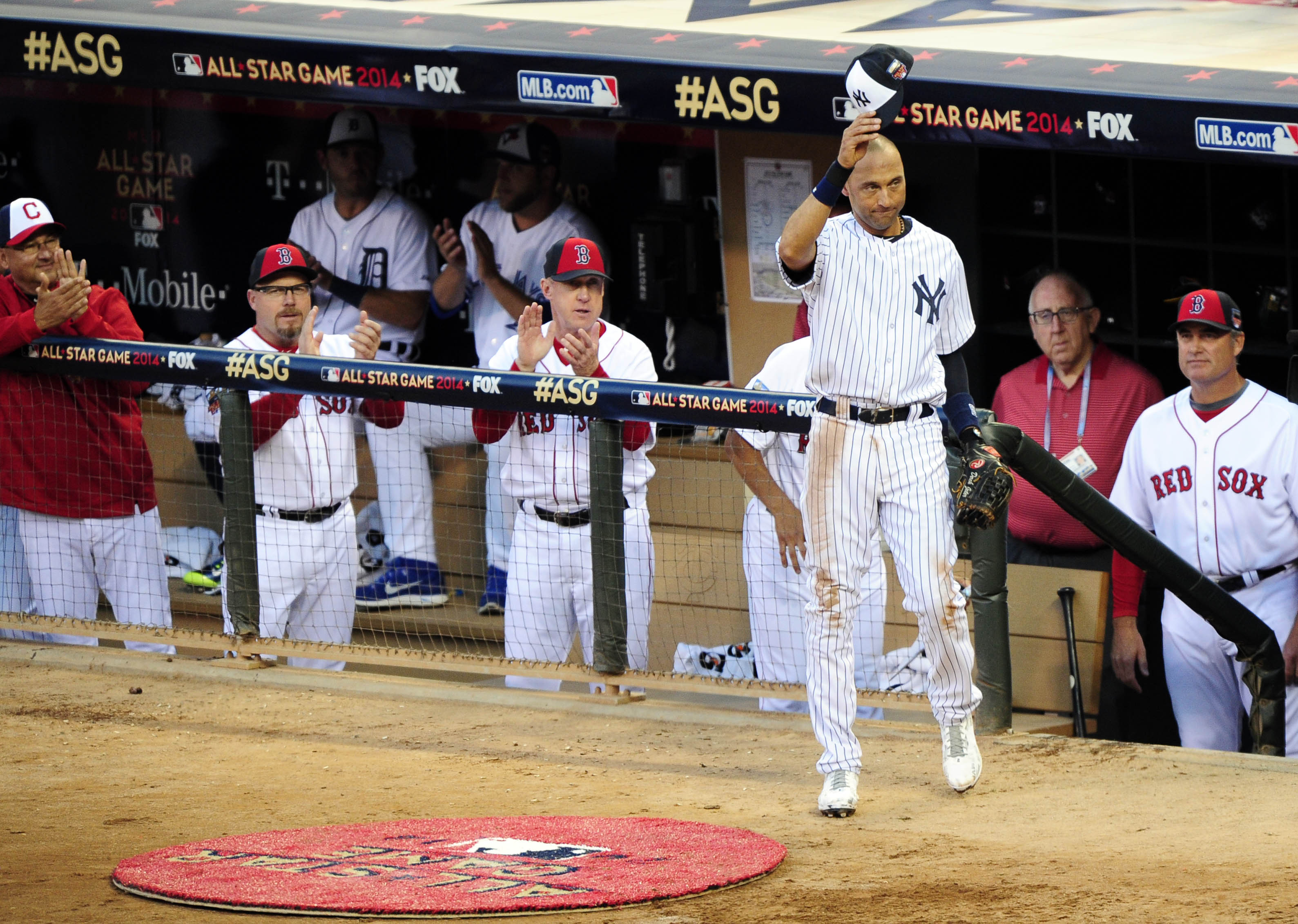 Derek Jeter takes a curtain call after being replaced in the fourth inning. (Jeff Curry, USA TODAY Sports)