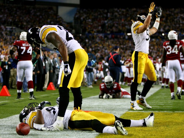 James Harrison #92 of the Pittsburgh Steelers reacts after scoring a touchdown on an 100 yards interception return in the second quarter against the Arizona Cardinals during Super Bowl XLIII. (Al Bello/Getty Images)