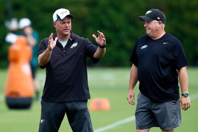 Eagles DC Bill Davis, left, talks with head coach Chip Kelly. (Matt Rourke/AP)
