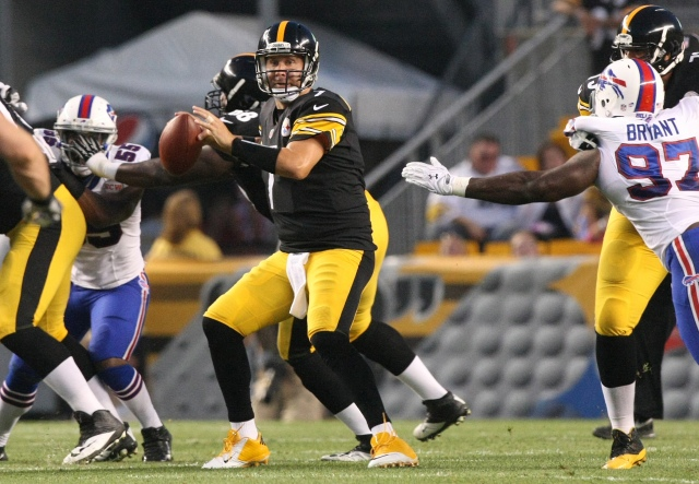 Pittsburgh Steelers quarterback Ben Roethlisberger (7) looks to pass the ball against the Buffalo Bills during the first half at Heinz Field. (Jason Bridge, USA TODAY Sports)