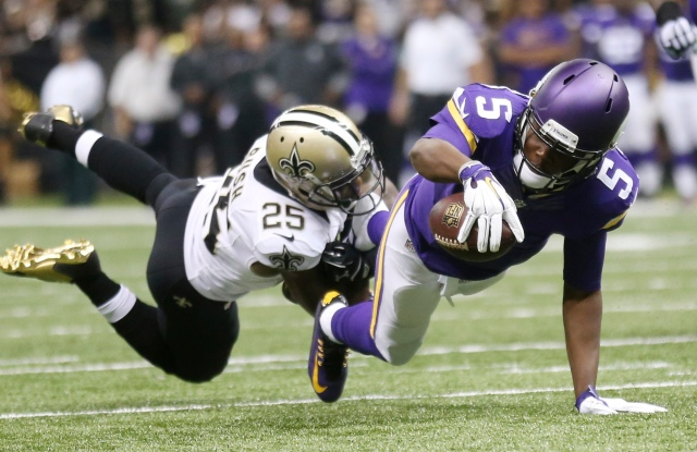 New Orleans Saints free safety Rafael Bush (25) tackles Minnesota Vikings quarterback Teddy Bridgewater. (Crystal LoGiudice-USA TODAY Sports)
