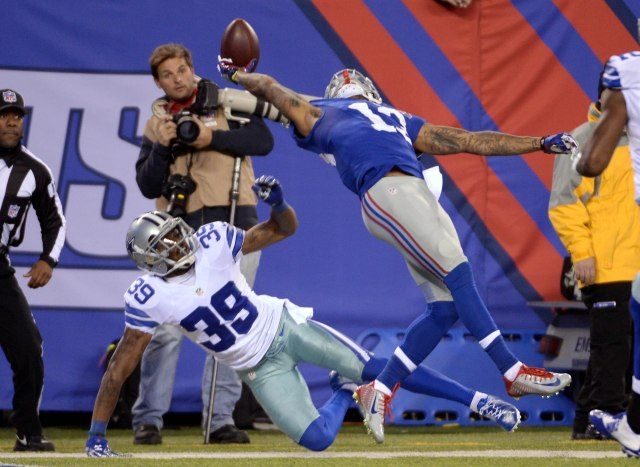 New York Giants wide receiver Odell Beckham (13) catches a one handed touchdown against by Dallas Cowboys cornerback Brandon Carr (39) during the second quarter at MetLife Stadium. (Robert Deutsch USA TODAY Sports)