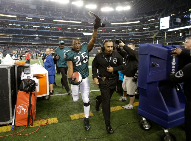 Philadelphia Eagles running back LeSean McCoy (25) celebrates while he leaves the field after the game against the Dallas Cowboys. (Tim Heitman-USA TODAY Sports)