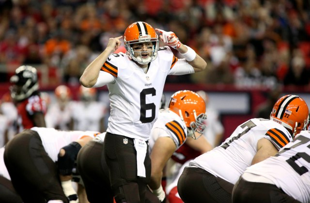Browns quarterback Brian Hoyer (6) calls a play at the line of scrimmage. (Jason Getz-USA TODAY Sports)