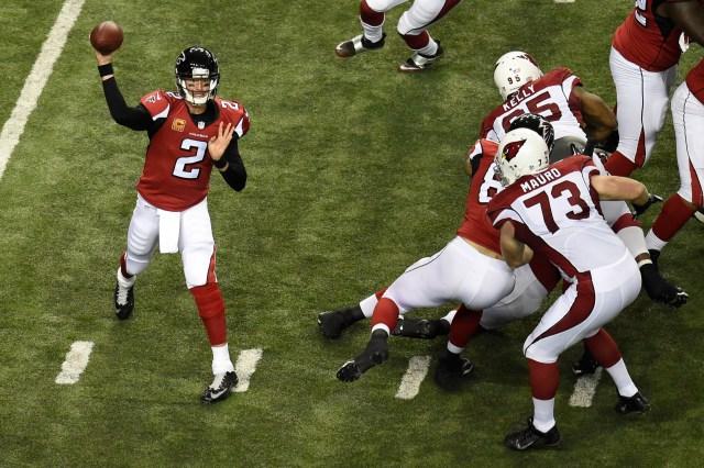 Falcons quarterback Matt Ryan (2) passes against the Arizona Cardinals. (Dale Zanine-USA TODAY Sports)