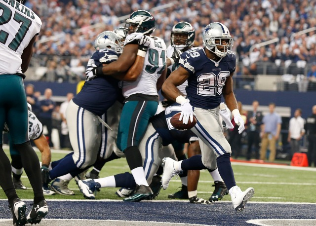 Cowboys RB DeMarco Murray ran for 73 yards and this TD in Dallas' Thanksgiving loss to the Eagles. (Matthew Emmons, USA TODAY Sports)