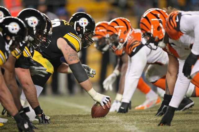 Pittsburgh Steelers center Cody Wallace (72) lines up against the Cincinnati Bengals defense. (Jason Bridge-USA TODAY Sports)