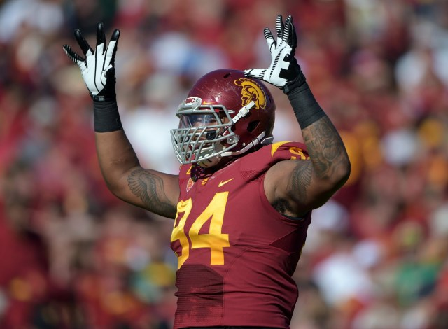 USC DE Leonard Will could cement his status as the top defensive prospect with a good performance at the Holiday Bowl. (Kirby Lee-USA TODAY Sports)