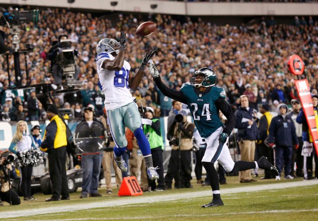 Dallas Cowboys wide receiver Dez Bryant (88) makes a catch for a touchdown as Philadelphia Eagles cornerback Bradley Fletcher. (Bill Streicher-USA TODAY Sports)
