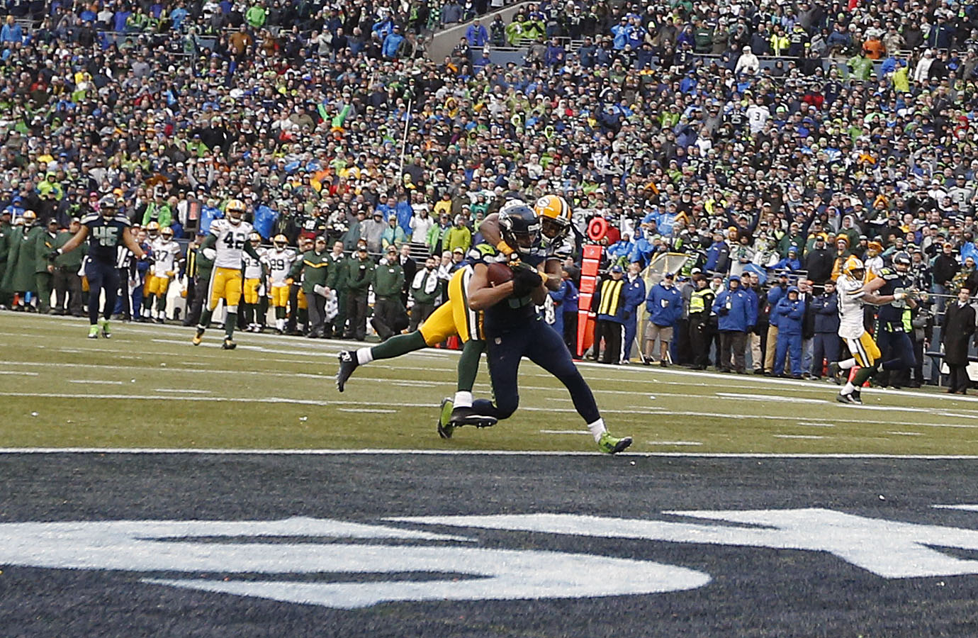 Seattle's Jermaine Kearse makes the game-winning catch in overtime. (Joe Nicholson, USA TODAY Sports)